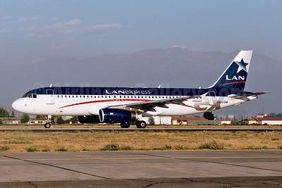 LAN Express Airbus A320-233 CC-COM (msn 1626) SCL (Ton Jochems). Image: 953056.