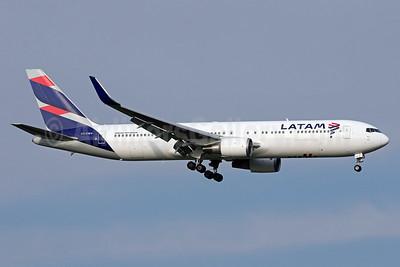 LATAM Airlines (Chile) Boeing 767-316 ER WL  CC-CWV (msn 35230) IAD (Brian McDonough). Image: 937749.