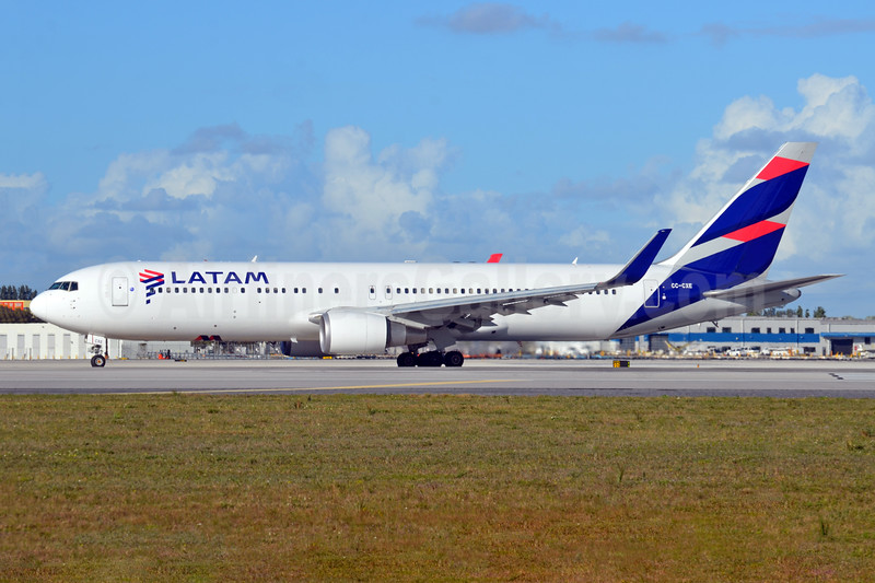 LATAM Airlines (Chile) Boeing 767-316 ER WL  CC-CXE (msn 35696) MIA (Bruce Drum). Image: 104941.