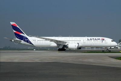 LATAM Airlines (Chile) Boeing 787-9 Dreamliner CC-BGL (msn 38482) SCL (Alvaro Romero). Image: 934202.