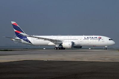 LATAM Airlines (Chile) Boeing 787-9 Dreamliner CC-BGB (msn 35318) SCL (Alvaro Romero). Image: 934201.