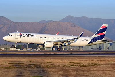 LATAM Airlines (Chile) Airbus A321-211 WL CC-BEM (msn 7239) SCL (Ken Petersen). Image: 937753.