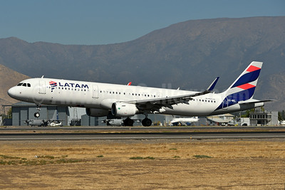 LATAM Airlines (Chile) Airbus A321-211 WL CC-BEL (msn 7176) SCL (Ken Petersen). Image: 937752.