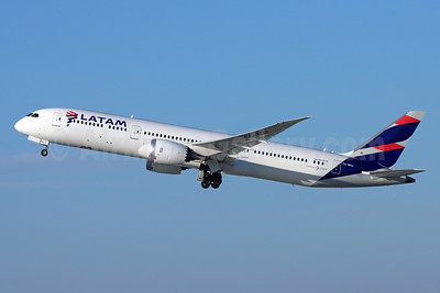 LATAM Airlines (Chile) Boeing 787-9 Dreamliner CC-BGJ (msn 38467) LAX (Michael B. Ing). Image: 948830.