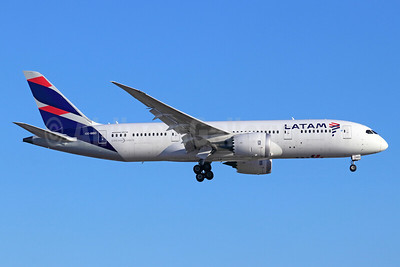 LATAM Airlines (Chile) Boeing 787-8 Dreamliner CC-BBD (msn 38484) LAX (Michael B. Ing). Image: 939025.