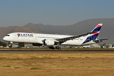 LATAM Airlines (Chile) Boeing 787-9 Dreamliner CC-BGF (msn 38479) SCL (Ken Petersen). Image: 937751.