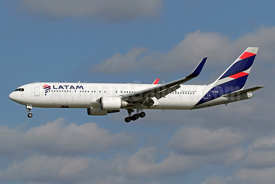 LATAM Airlines (Chile) Boeing 767-316 ER WL  CC-CXE (msn 35696) MIA (Brian McDonough). Image: 948956.
