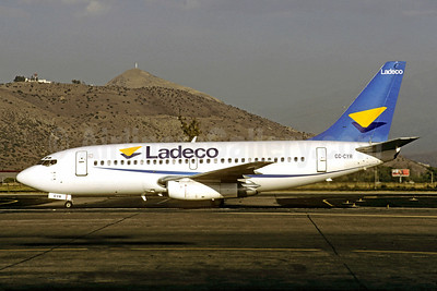 Ladeco Airlines (Linea Aereas Del Cobre) Boeing 737-2A6 CC-CYR (msn 20195) SCL (Christian Volpati). Image: 907575.