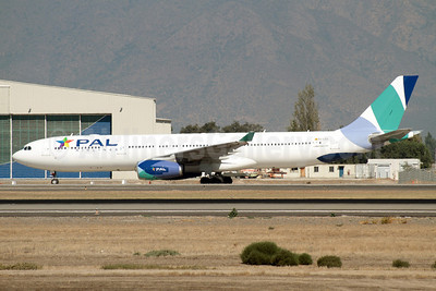 PAL Airlines Airbus A330-343X EC-LEQ (msn 1097) (Orbest Orizonia colors) SCL (Álvaro Romero). Image: 911379.