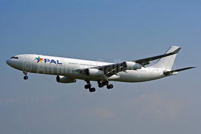 PAL Airlines (Hifly) Airbus A340-313X CS-TQM (msn 117) SCL (Alvaro Romero). Image: 905137.