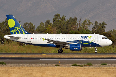 Sky Airline (Chile) Airbus A319-111 CC-AHD (msn 2460) SCL (Ken Petersen). Image: 937968.