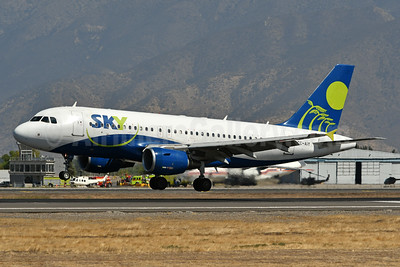 Sky Airline (Chile) Airbus A319-111 CC-AIY (msn 2214) SCL (Ken Petersen). Image: 937972.