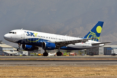 Sky Airline (Chile) Airbus A319-111 CC-AFX (msn 2283) SCL (Ken Petersen). Image: 937964.