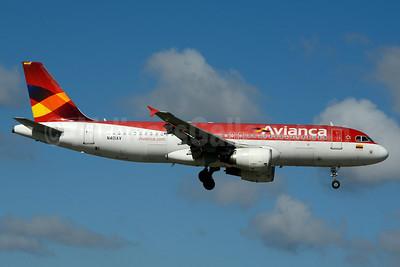 Avianca (Colombia) Airbus A320-214 N401AV (msn 4001) MIA (Jay Selman). Image: 403548.