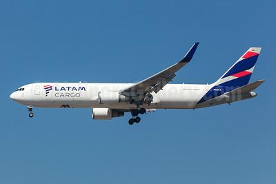 LATAM Cargo (Colombia) Boeing 767-316F ER WL N538LA (msn 34628) GRU (Rodrigo Cozzato). Image: 952153.