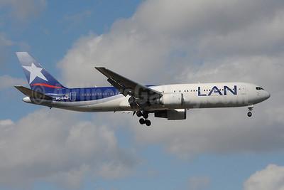 LAN Ecuador Boeing 767-3Q8 ER HC-CGZ (msn 28206) MIA (Bruce Drum). Image: 101273.