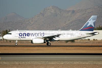 LAN Ecuador Airbus A320-233 HC-CLC (msn 4439) (Oneworld) SCL (Alvaro Romero). Image: 927024.