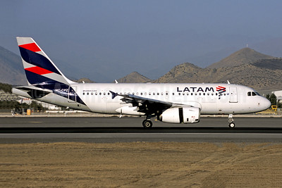 LATAM Airlines (Ecuador) Airbus A319-132 HC-CPZ (msn 4598) SCL (Jacques Guillem Collection). Image: 946541.