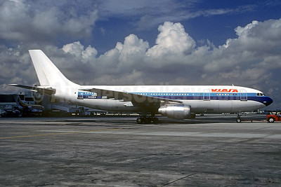VIASA Venezuela Airbus A300B4-203 N222EA (msn 153) (Eastern colors) MIA (Christian Volpati Collection). Image: 934393.