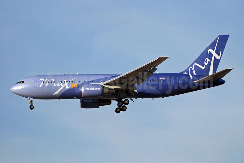 Maxjet Airways Boeing 767-23B ER N252MY (msn 23973) LAS (Bruce Drum). Image: 100138.