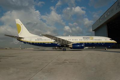 Miami Air International Boeing 737-81Q N732MA (msn 30618) MIA (Bruce Drum). Image: 101706.