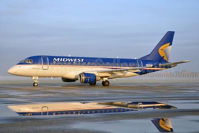 Midwest Airlines-Republic Airlines (2nd) Embraer ERJ 170-100SU N813MA (msn 17000031) LGB (Stephen Tornblom). Image: 906093.
