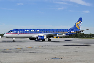 Midwest Airlines-Republic Airlines (2nd) Embraer ERJ 190-100 IGW N165HQ (msn 19000291) BWI (Tony Storck). Image: 913915.