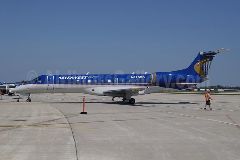 Midwest Connect-Chautauqua Airlines Embraer ERJ 135LR (EMB-135LR) N12530 (msn 145533) MKE (Jay Selman). Image: 402118.