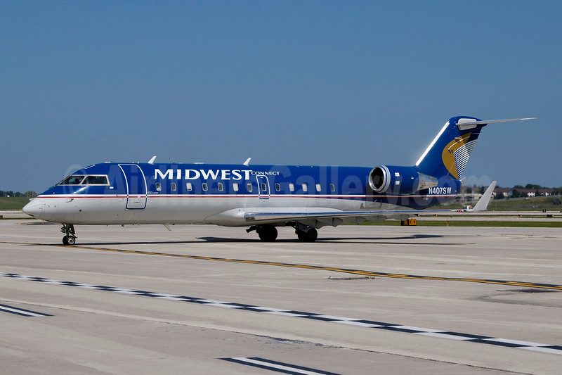 Midwest Connect-SkyWest Airlines Bombardier CRJ200 (CL-600-2B19) N407SW (msn 7034) MKE (Jay Selman). Image: 403922.
