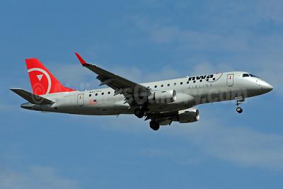 NWA Airlink-Compass Airlines Embraer ERJ 170-200LR (ERJ 175) N621CZ (msn 17000218) MSP (Bruce Drum). Image: 101150.