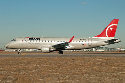 NWA Airlink-Compass Airlines Embraer ERJ 170-200LR (ERJ 175) N614CZ (msn 17000205) JFK (Fred Freketic). Image: 949977.