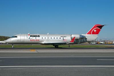 NWA Airlink-Pinnacle Airlines Bombardier CRJ440 (CL-600-2B19) N8938A (msn 7938) LGA (Fred Freketic). Image: 949978.