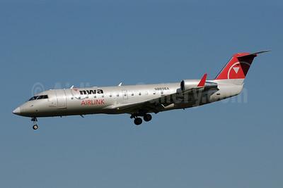 NWA Airlink-Pinnacle Airlines Bombardier CRJ200 (CL-600-2B19) N8896A (msn 7896) MSP (Bruce Drum). Image: 108250.