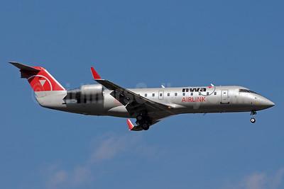 NWA Airlink-Pinnacle Airlines Bombardier CRJ440 (CL-600-2B19) N8924B (msn 7924) MSP (Bruce Drum). Image: 101159.