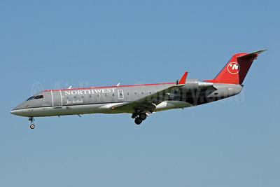 Northwest Jet Airlink-Pinnacle Airlines Bombardier CRJ200 (CL-600-2B19) N8577D (msn 7577) MSP (Bruce Drum). Image: 102352.