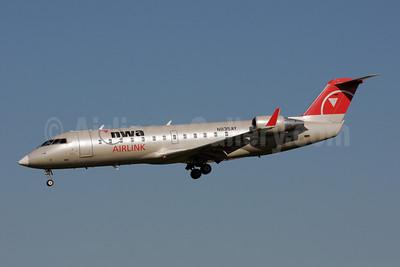 NWA Airlink-Pinnacle Airlines Bombardier CRJ440 (CL-600-2B19) N835AY (msn 8035) MSP (Bruce Drum). Image: 108251.