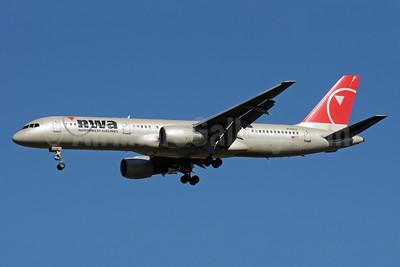 Northwest Airlines-NWA Boeing 757-251 N509US (msn 23198) SEA (Bruce Drum). Image: 101028.