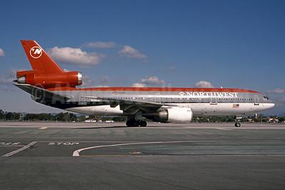 Northwest Airlines McDonnell Douglas DC-10-40 N148US (msn 46757) LAX (Bruce Drum). Image: 101349.