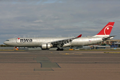 Northwest Airlines-NWA Airbus A330-323 N807NW (msn 588) LHR. Image: 937829.