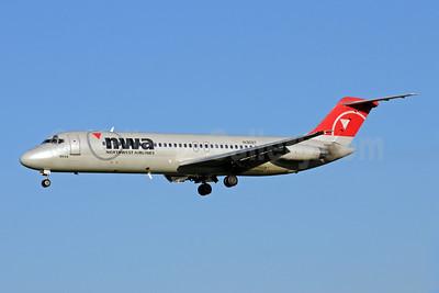 Northwest Airlines-NWA McDonnell Douglas DC-9-31 N1309T (msn 47316) MSP (Bruce Drum). Image: 102339.