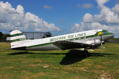 Ozark Air Lines (1st) Douglas C-53-DO (DC-3A) N763A (msn 4894) MTH (Ton Jochems). Image: 907401.