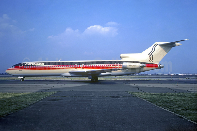 Peoplexpress (People Express Airlines) Boeing 727-227 N553PE (msn 20774) EWR (Christian Volpati Collection). Image: 936627.