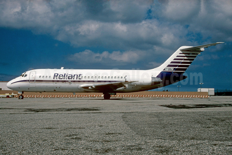 Reliant Airlines Douglas DC-9-15F N917R (msn 47015) LAX (Roy Lock). Image: 934482.