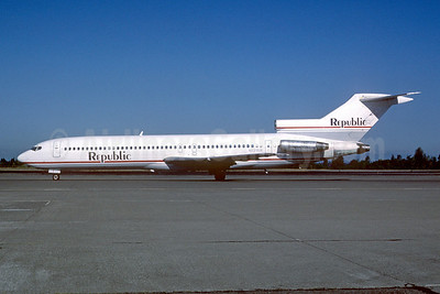 Republic Airlines (1st) Boeing 727-2M7 N721RW (msn 21200) SEA (Bruce Drum). Image: 101999.