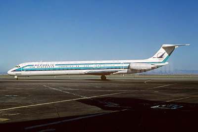 Republic Airlines (1st) McDonnell Douglas DC-9-82 (MD-82) N302RC (msn 48055) SFO (Thomas Livesey). Image: 923645.
