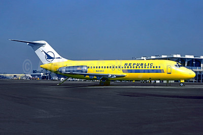 Republic Airlines (1st) McDonnell Douglas DC-9-15F N9351 (msn 47240) (Hughes Airwest colors) LAX (Christian Volpati Collection). Image: 949016.