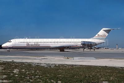 Republic Airlines (1st) McDonnell Douglas DC-9-51 N780NC (msn 48102) MIA (Bruce Drum). Image: 102001.