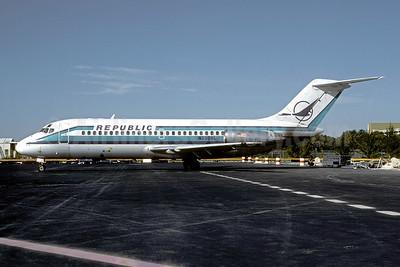 Republic Airlines (1st) McDonnell Douglas DC-9-14 N3308L (msn 45703) MIA (Bruce Drum). Image: 102000.