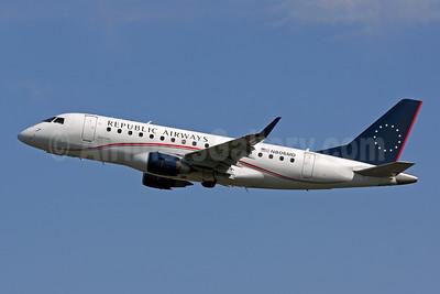 Republic Airways (Republic Airlines 2nd) Embraer ERJ 170-100SU N806MD (msn 17000019) PHL (Brian McDonough). Image: 906332.