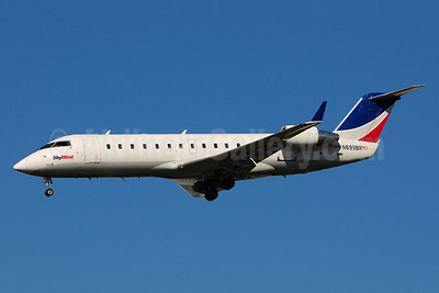 SkyWest Airlines (USA) Bombardier CRJ200 (CL-600-2B19) N699BR (msn 7801) LAX (Ton Jochems). IMage: 920703.